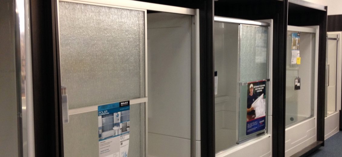 MAAX tub/shower display featuring sliding shower doors